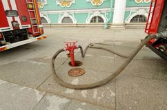 Boca de incendios - un dispositivo para muestrear el agua Fotografía de archivo libre de regalías