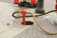 Boca de incendios - un dispositivo para muestrear el agua Imagenes de archivo