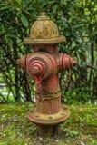 Boca de incendios vieja del borde de la carretera rural imagen de archivo