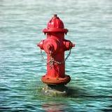 Boca de incêndio de fogo em uma inundação Fotografia de Stock