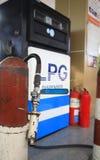 Boca de la bomba de gas en la estación del LPG Fotografía de archivo