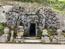 Boca de la cueva en el templo de Goa Gajah Imagenes de archivo