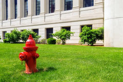 Boca de riego de fuego rojo Fotos de archivo libres de regalías