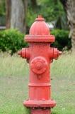 Boca de riego de fuego rojo vieja Fotos de archivo