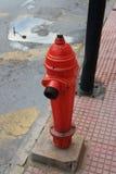 Boca de riego roja Imagen de archivo libre de regalías