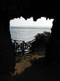 Boca de un túnel natural en una isla mexicana Fotografía de archivo