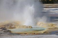 Boca del géiser de la clepsidra, un lavabo más bajo del géiser del parque nacional de Yellowstone Imagenes de archivo