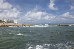 Boca Raton Inlet, das zu den Atlantik führt Lizenzfreie Stockfotografie