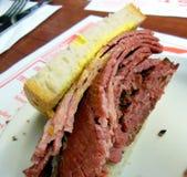 Bocadillo ahumado de la carne de Montreal Foto de archivo