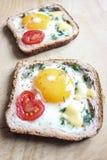 Bocadillo con el huevo y el tomate Imagen de archivo