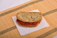Bocadillo con la salsa picante, ajvar Fotos de archivo