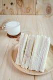 Bocadillo con leche en el fondo de madera Imagen de archivo libre de regalías