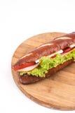 Bocadillo con lechuga del queso del jamón en el tablero de madera con el espacio de la copia Fotos de archivo