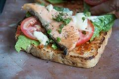 Bocadillo con los salmones de la parrilla Foto de archivo libre de regalías