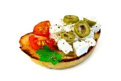 Bocadillo con queso Feta y aceitunas Fotografía de archivo