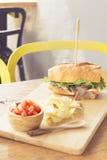 Bocadillo de Mayo de la carne de vaca del pan francés Imagen de archivo