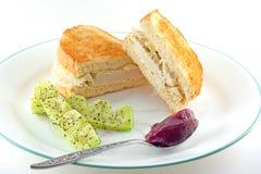 Bocadillo de pollo asado en el pan blanco tostado Foto de archivo