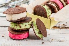 Bocadillo del helado con las galletas de la empanada del whoopie Foto de archivo libre de regalías