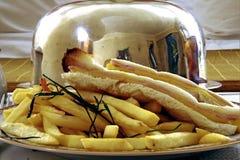Bocadillo del jamón y del queso con las patatas fritas Imagenes de archivo