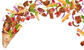 Bocadillo del kebab con los ingredientes del vuelo ilustración del vector