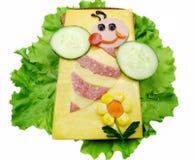 Bocadillo vegetal creativo con la salchicha de la American National Standard del queso Foto de archivo