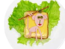 Bocadillo vegetal creativo con queso y el jamón imagen de archivo