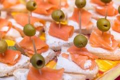 Bocadillos con crema de los salmones y del queso Imágenes de archivo libres de regalías
