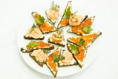 Bocadillos con el caviar rojo Fotos de archivo libres de regalías
