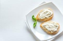 Bocadillos con el queso cremoso Fotos de archivo