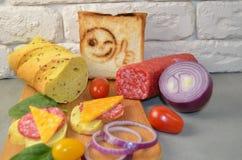 Bocadillos con la salchicha y el queso imagen de archivo libre de regalías