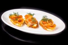 Bocadillos con los salmones salados Foto de archivo libre de regalías