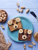 Bocadillos del oso con mantequilla de cacahuete Fotografía de archivo