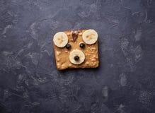 Bocadillos del oso con mantequilla de cacahuete Foto de archivo libre de regalías