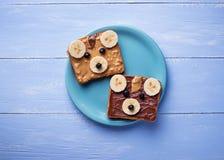 Bocadillos del oso con mantequilla de cacahuete Imagen de archivo libre de regalías