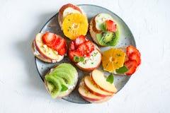 Bocadillos del postre de la fruta con queso del ricotta Imagen de archivo libre de regalías