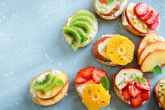 Bocadillos del postre de la fruta con queso del ricotta Imágenes de archivo libres de regalías