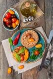 Bocadillos del tomate y del arugula con los ingredientes Imagen de archivo