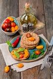 Bocadillos del tomate y del arugula con los ingredientes Imagen de archivo libre de regalías