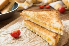 Bocadillos para el desayuno con la mozzarella Imagen de archivo libre de regalías