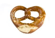 Bocado bávaro del pretzel aislado en blanco Imagen de archivo libre de regalías