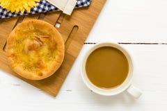Bocado con el fondo/el bocado del café con café/bocado con café en el fondo blanco Imágenes de archivo libres de regalías