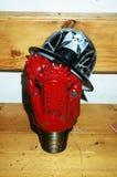 Bocado de broca com um capacete de segurança Imagens de Stock