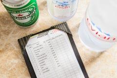 bocado del hotel del En-cuarto y lista de precios de la bebida, en moneda tailandesa Fotos de archivo libres de regalías
