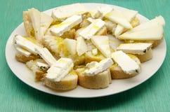 Bocado del queso del pan y de cabra Imagen de archivo libre de regalías