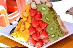 Bocado hecho por la diversa fruta Fotos de archivo