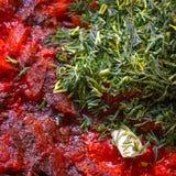 Bocado picante con pimienta y ajo de chile Foto de archivo libre de regalías