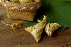 Bocado tailandés del arroz del triángulo Foto de archivo