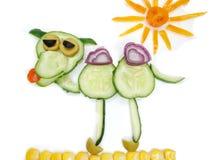 Bocado vegetal divertido creativo con el pepino Imagen de archivo libre de regalías