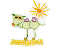 Bocado vegetal divertido creativo con el pepino Imágenes de archivo libres de regalías