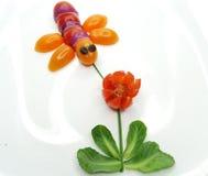 Bocado vegetal divertido creativo con el tomate Foto de archivo